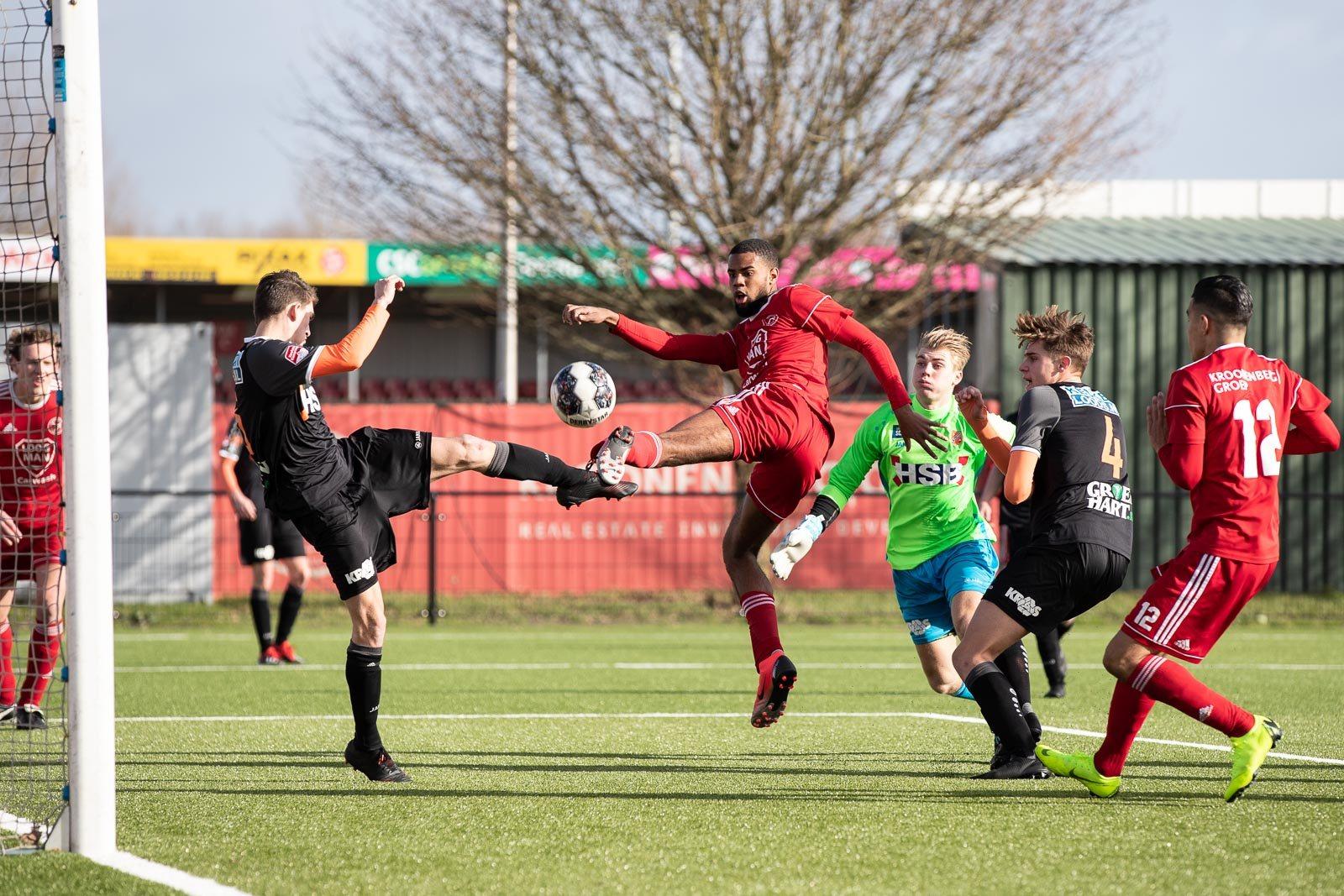 Almere City Football Academy doet goede zaken