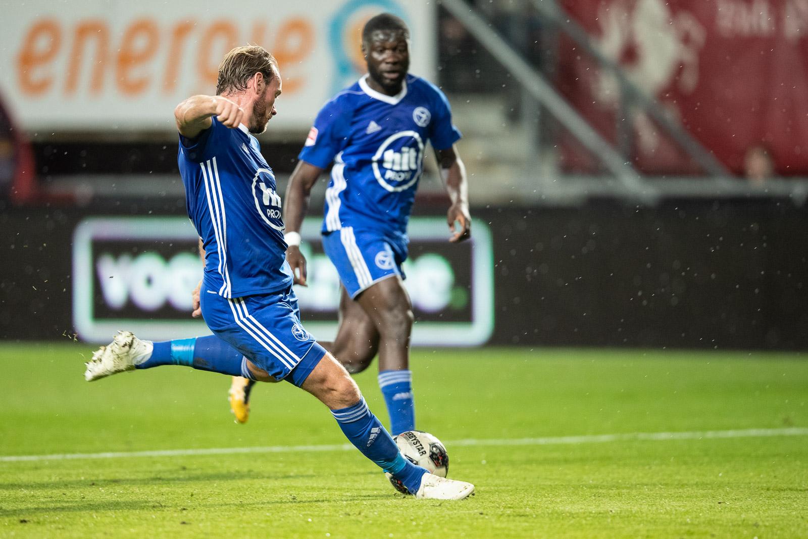 Combinatie-elftal Almere City FC wint oefenwedstrijd