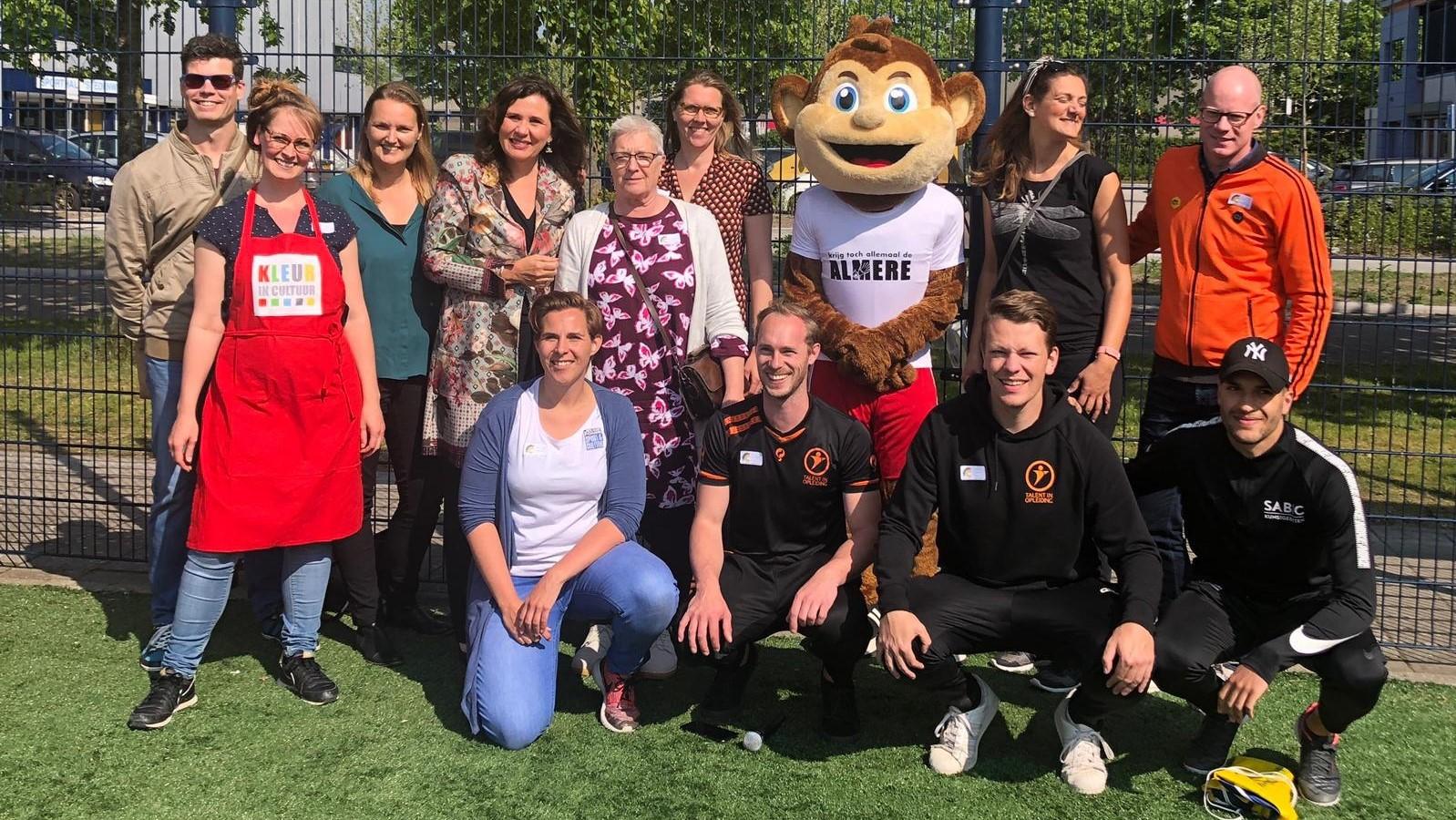 Ally de Aap opent Almere City FC Cruyff Court met wethouder
