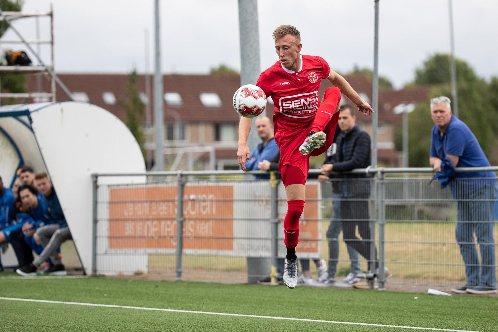 Almere City FC start met 0-10 zege bij Waterwijk