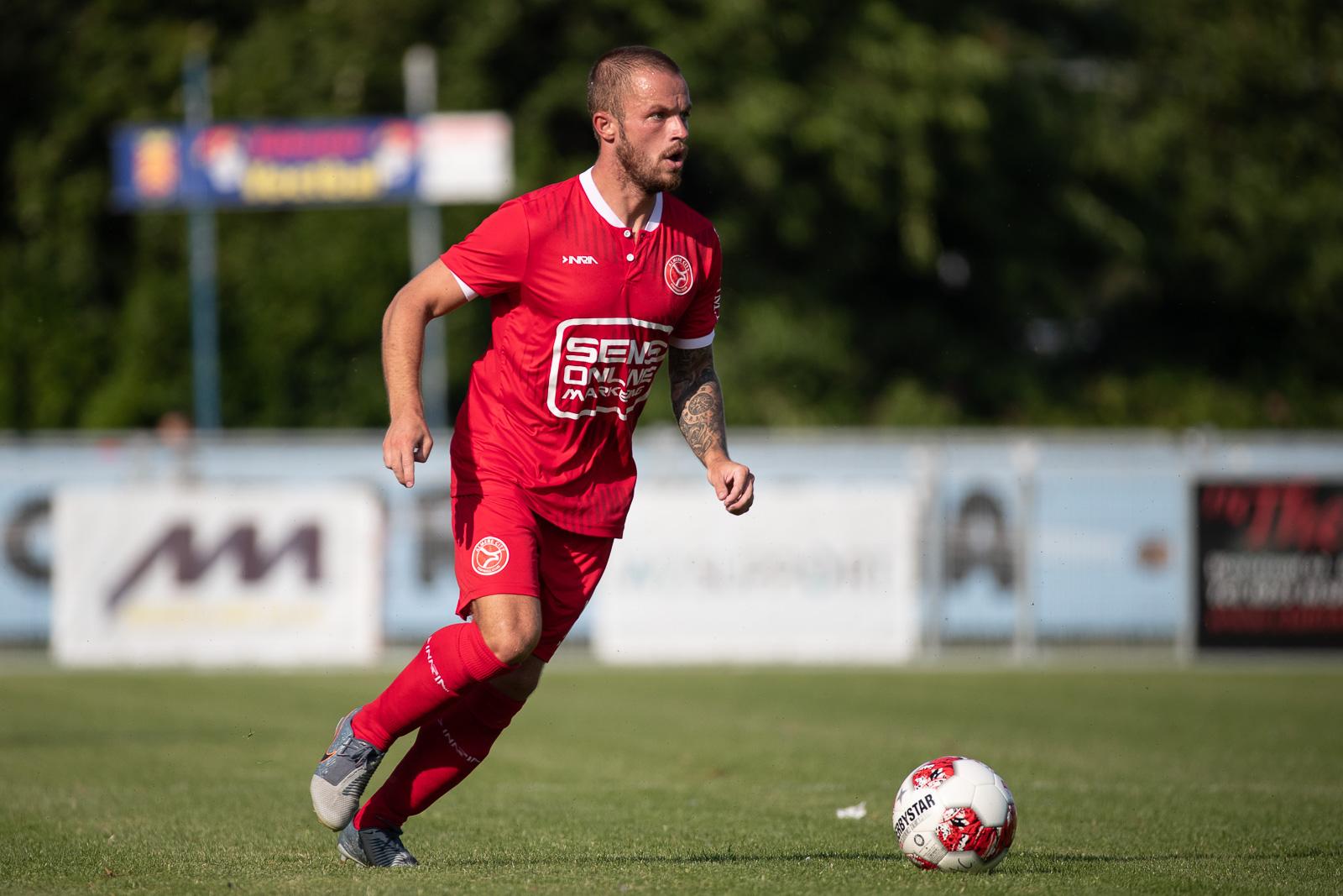 Almere City FC flink op schot tegen Helders Elftal