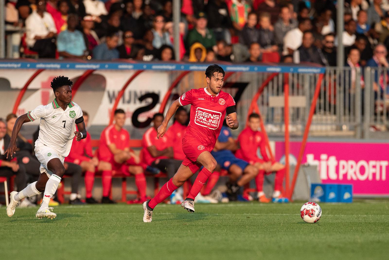 Almere City FC met 2-0 te sterk voor Suriname