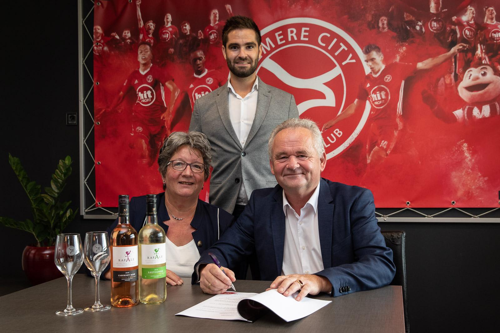 De Wijnkelder Almere proost op nieuw businessclub seizoen