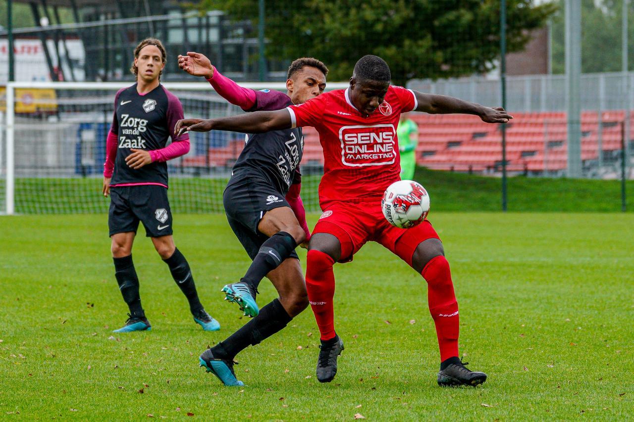 Almere City FC wint oefenduel van FC Utrecht
