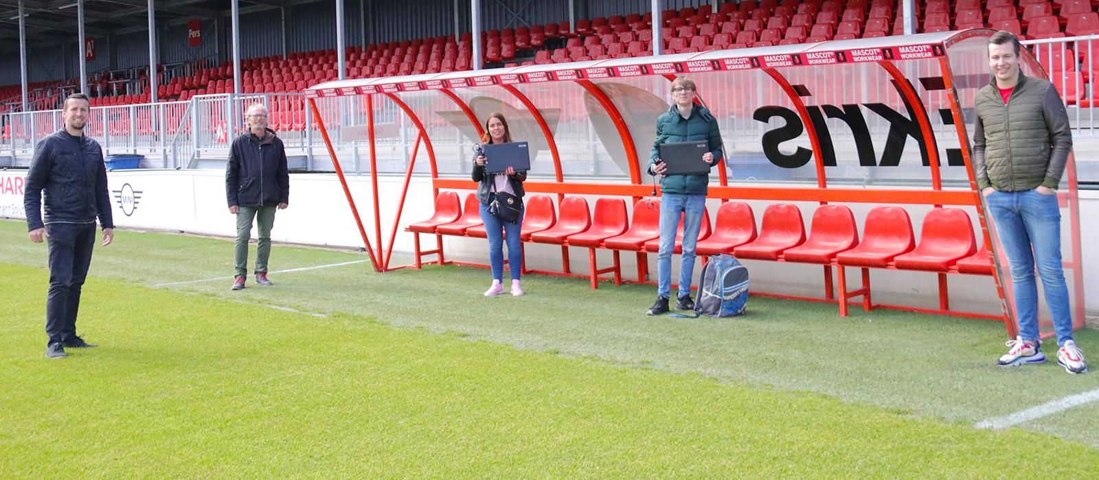Almere City FC ondersteunt met laptops voor Learn2Work
