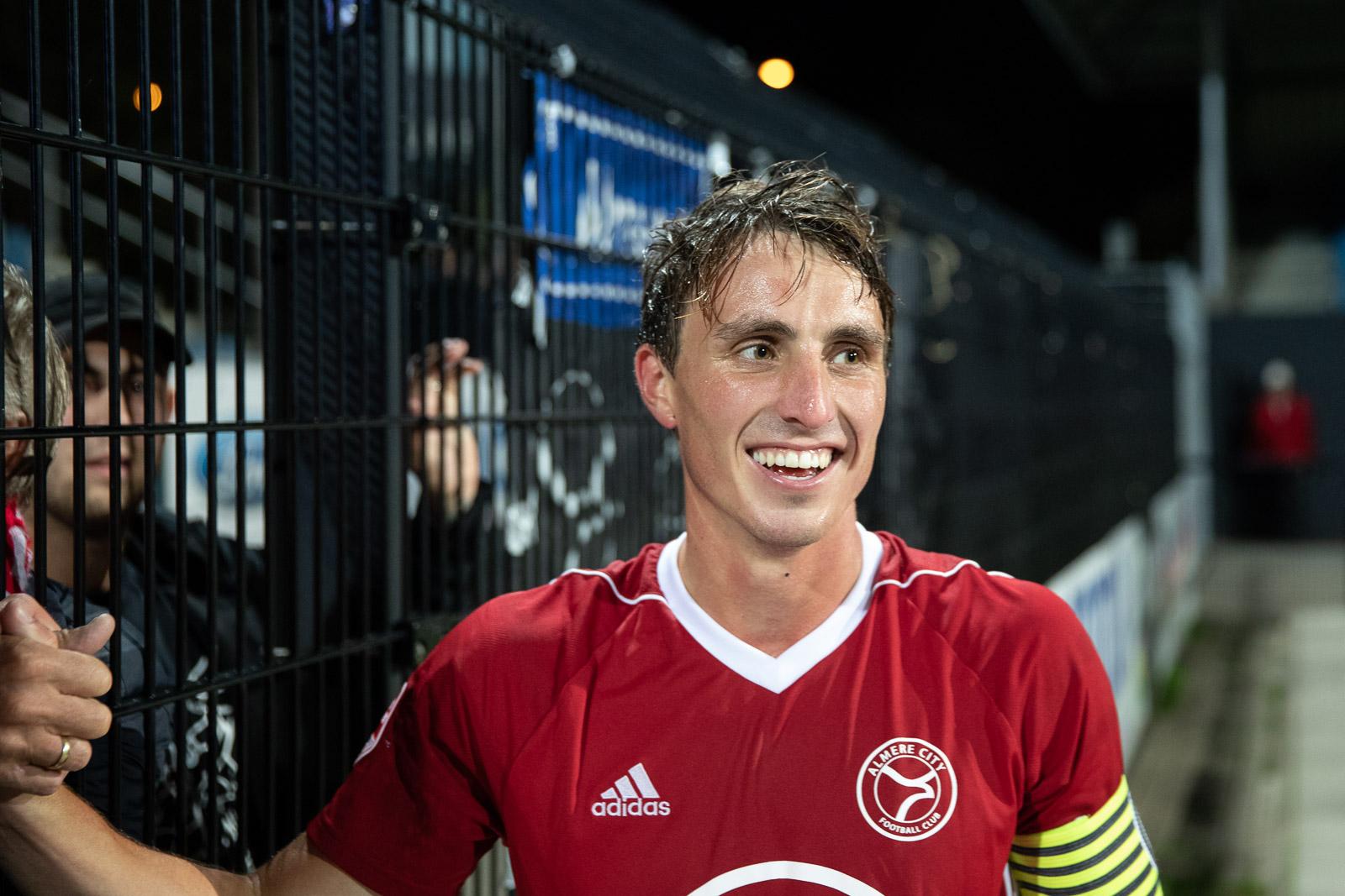 Almere City FC strikt clubtrouwe 'hooligan'