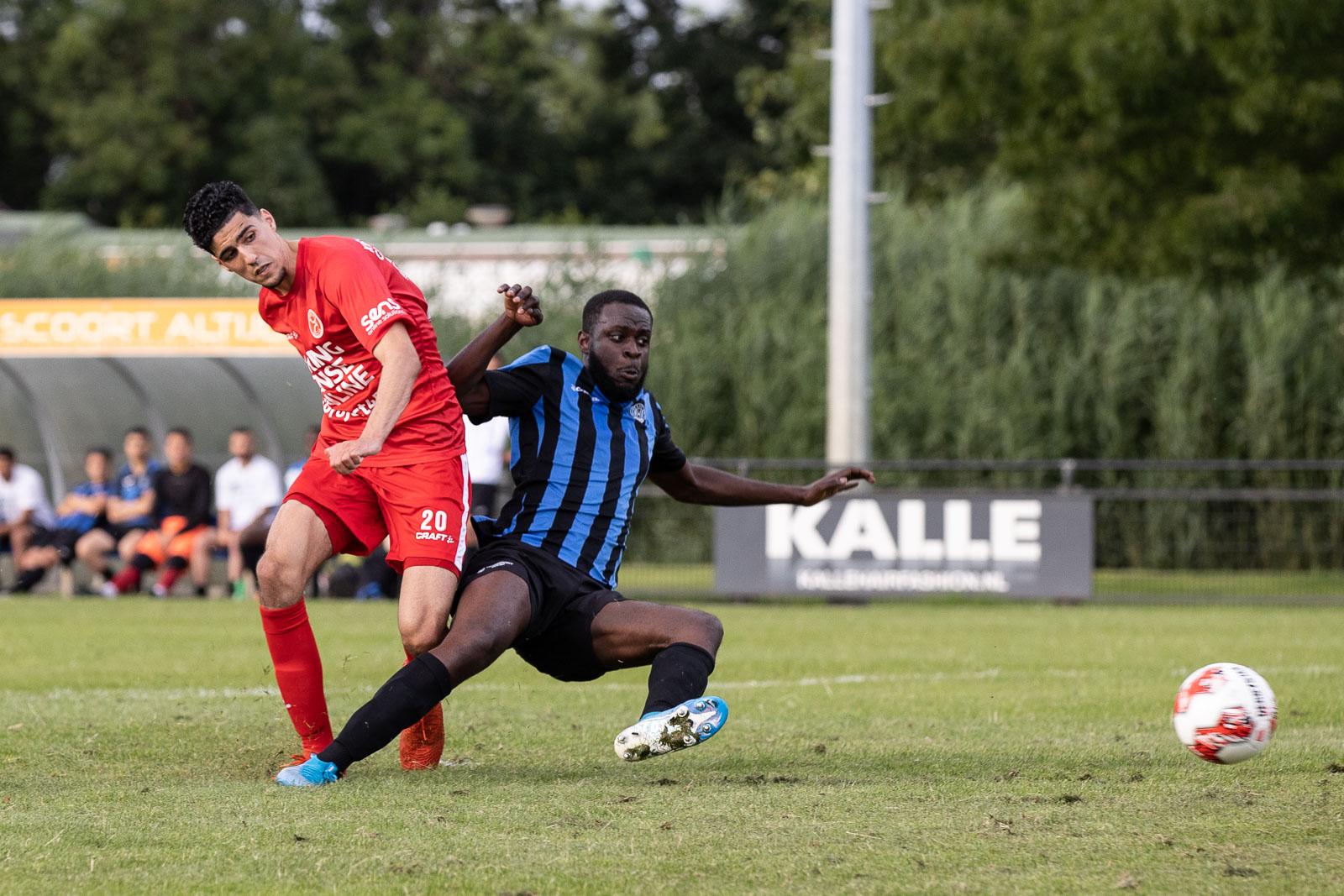 Almere City FC start met zesklapper tegen DWS