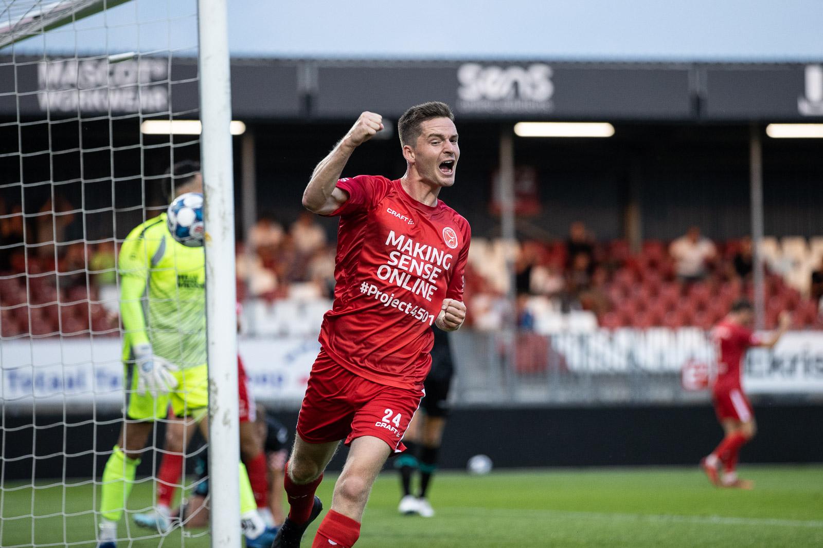 Almere City FC hakt Eredivisionist RKC in de pan