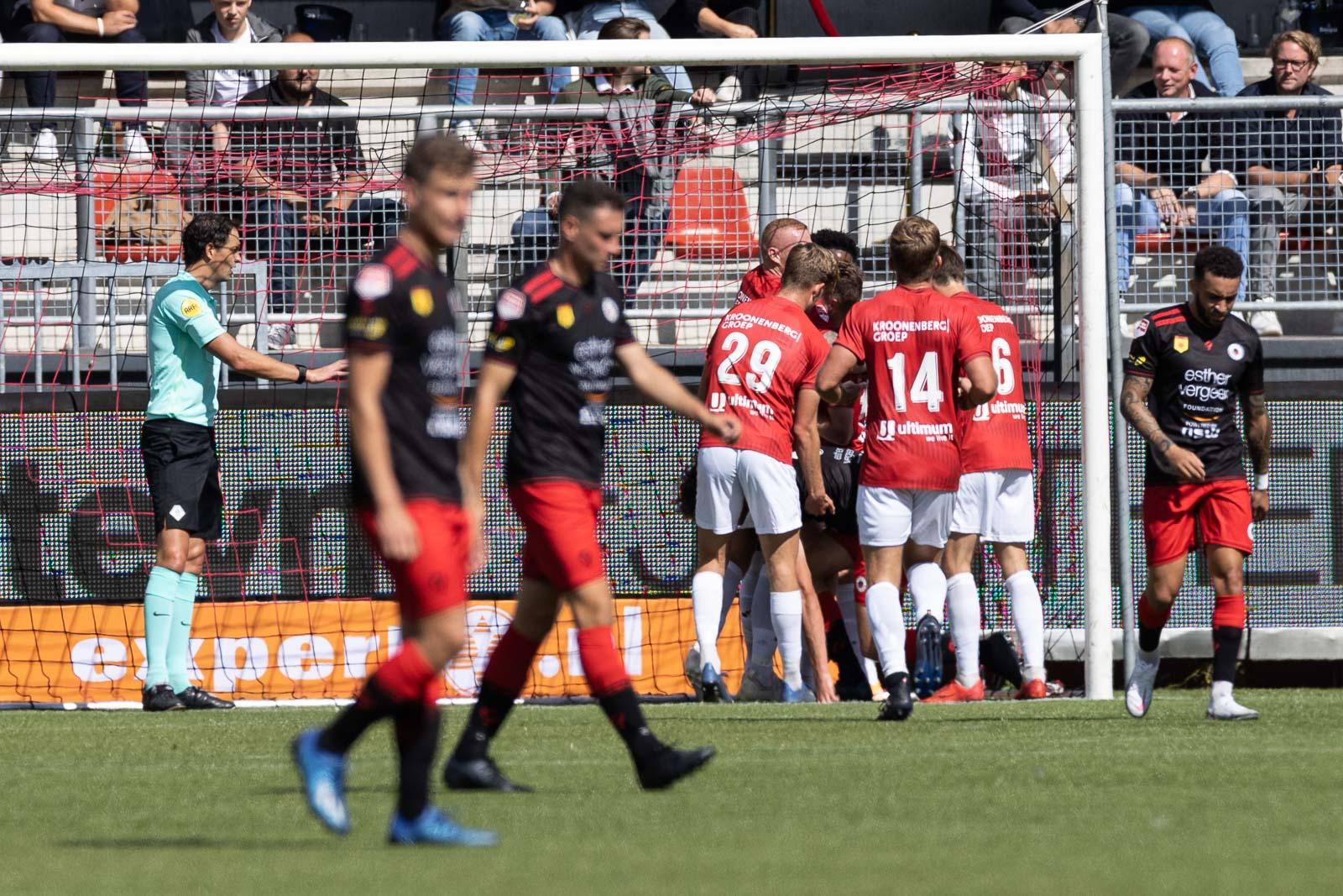 Almere City FC wint 'Lof der Zotheid': 4-6!