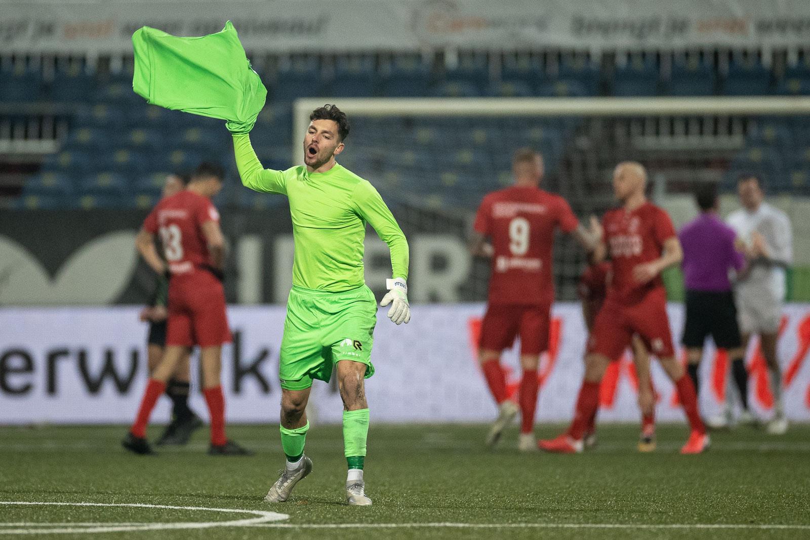 Almere City FC speelt #Alltogetherchallenge uit