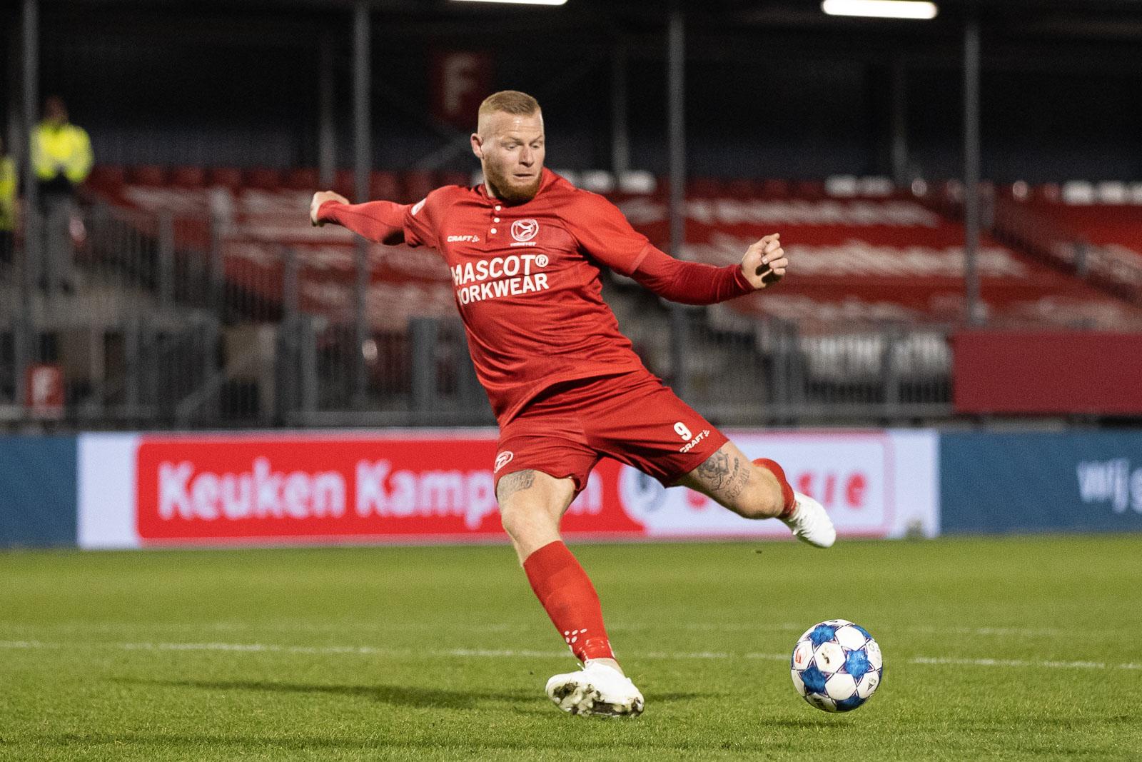 Almere City FC nadert lijsttrekkers met 2-0 overwinning
