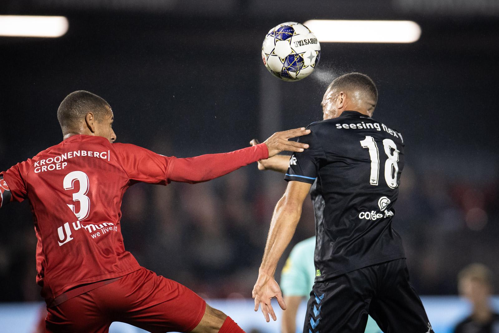 Almere City FC verliest bij officiële opening stadion